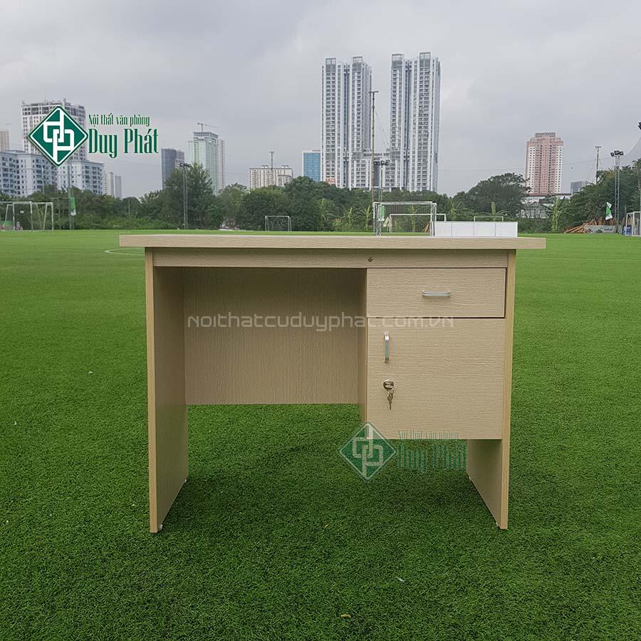 Thanh lý bàn văn phòng có hộc khóa mới 100% tại Hà Nội (BCG550)