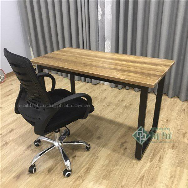Mẫu bàn gỗ làm bằng gỗ Melamine