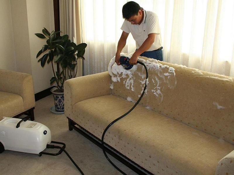 Cách làm sạch ghế sofa nỉ do dầu mỡ vương lên