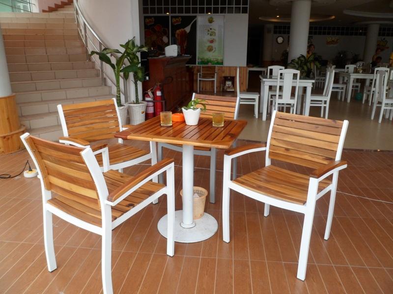 Mẫu bàn ghế quán café mới và độc đáo