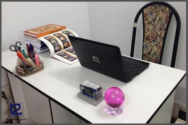 Trên bàn làm việc nên để gì tốt và tránh những vận xui trong công việc